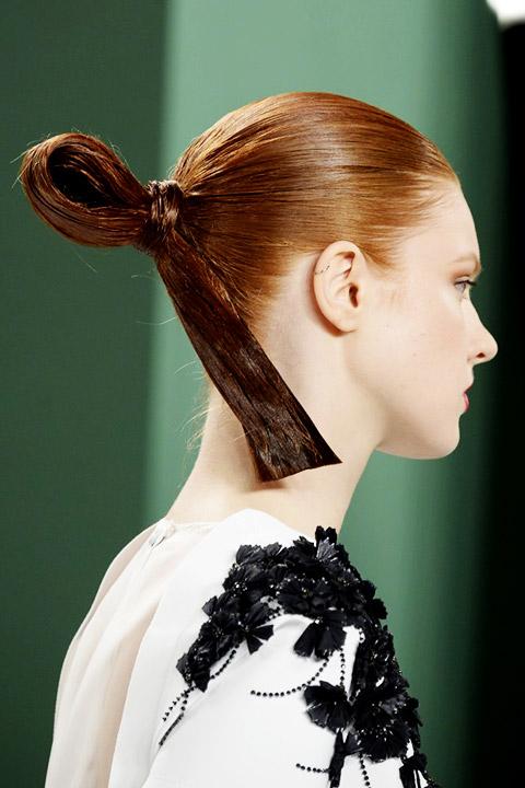 carolina-herrera-ss15-sleek-hair