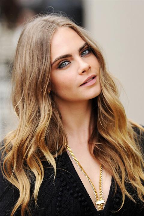 hair-strobing-cara-delvigne